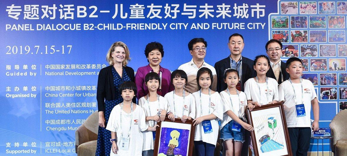 联合国儿童基金会驻华代表芮心月女士和联合国人居署张振山先生在参加关于儿童友好城市的专题对话