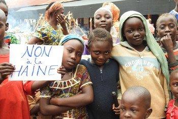 Grupo de pessoas protesta contra discriminação baseada em etnia e religião na República Centro Africana