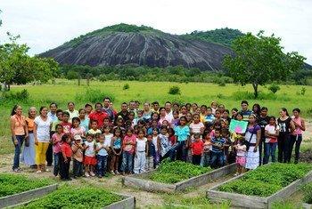 Comunidad mapoyo en sus tierras de cultivo