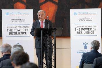 Secretário-geral participa em abertura de exposição na sede da ONU, em Nova Iorque, sobre vítimas de terrorismo