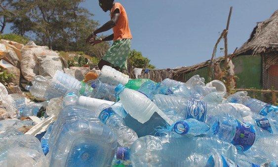 A poluição por plástico está totalmente descoordenada e é preciso unir esforços.