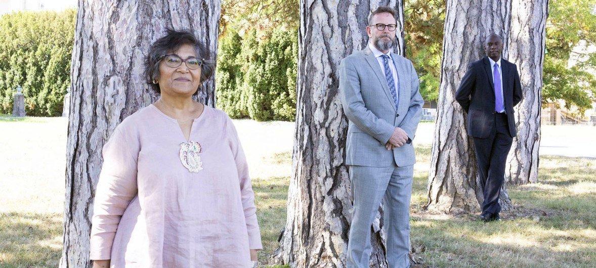 दक्षिण सूडान में मानवाधिकारों पर यूएन कमीशन के सदस्य (बाएं से) यासमीन सूका, एंड्रूयू क्लैपहैम और बार्ने अफ़ाको.