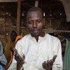 Mohammed Lawan Goni, mkimbizi kutoka Nigeria akisali na familia yake katika kambi ya Minawao nchini Cameroon