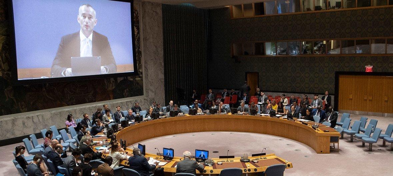 نيكولاي ملادينوف المنسق الخاص للأمم المتحدة لعملية السلام في الشرق الأوسط يتحدث أمام مجلس الأمن عبر دائرة تليفزيونية مغلقة. 27 أغسطس/آب 2019.