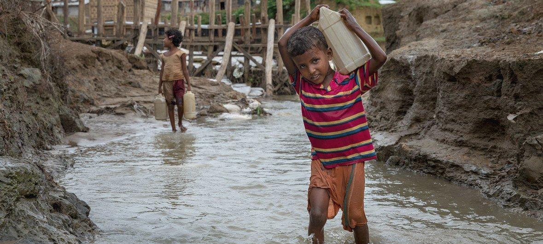 हिंसक संघर्षों की परिस्थितियों में असुरक्षित पानी बंदूक की गोलियों जितना ही ख़तरनाक है.