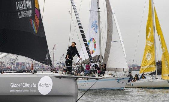 Ativista fez a travessia em veleiro que não usou emissões de carbono