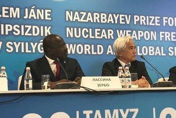 Лассина Зербо, глава ОДВЗЯИ и покойный Генеральный директор МАГАТЭ Юкия Амано были награждены премией Назарбаева за их работу в области нераспространения ядерного оружия.