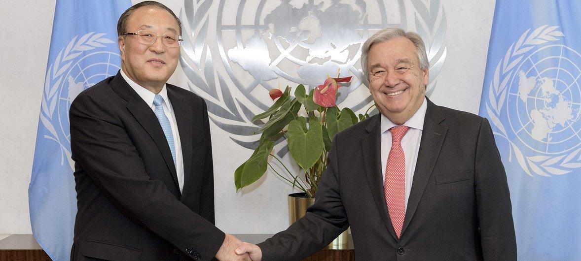 中国新任常驻联合国代表张军向联合国秘书长古特雷斯递交全权证书。