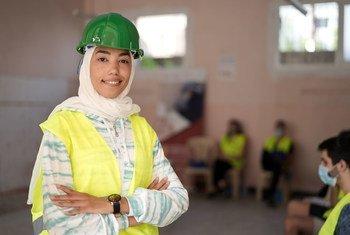 Rafah, âgée de 23 ans, fait partie des centaines de jeunes Libanais qui ont participé à la réhabilitation de Beyrouth au Liban.