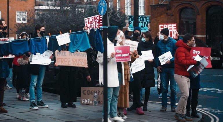مظاهرة لدعم أليكسي نافالني في لندن بالمملكة المتحدة في بداية عام 2021.