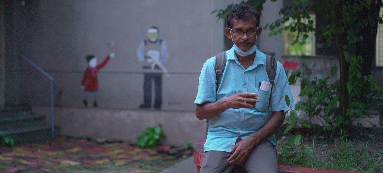 Sudhansu Shekhar Maity, raconte que les maisons et les terres agricoles de son village du Bengale occidental ont été détruites par le cyclone Amphan en 2020.