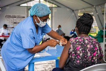 L'approvisionnement en vaccins Covid-19 des pays en développement, comme la République démocratique du Congo (photo), doit être intensifié, selon l'ONU