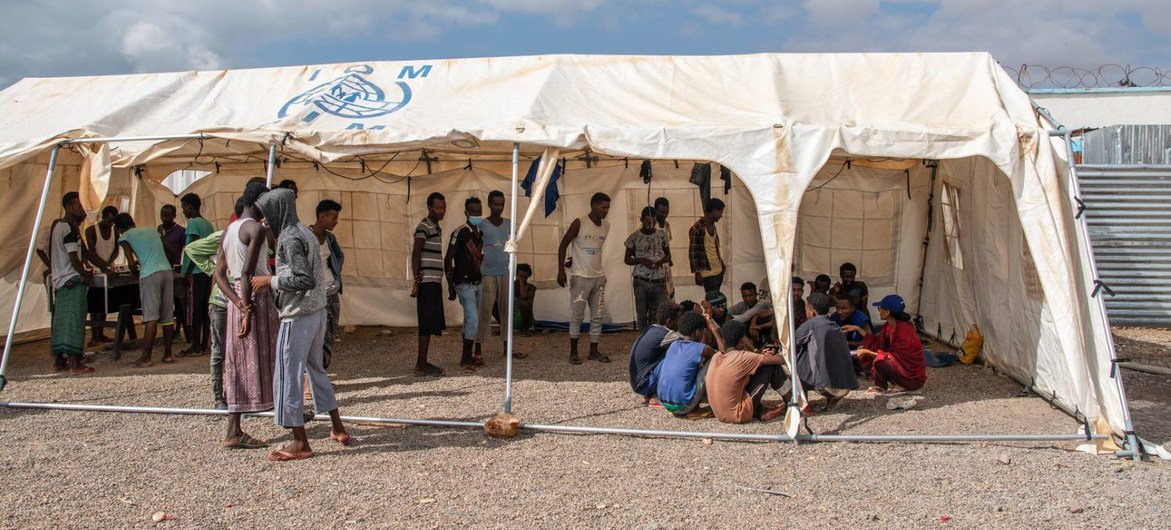 Staff at the IOM Migrant Response Centre in Obock, Djibouti, provide support to migrants who wish to return home.