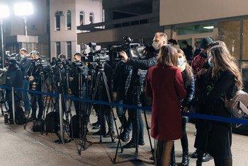 पूर्वी योरोप के मोलदोवा में एक कार्यक्रम की कवरेज के लिये जुटे पत्रकार.