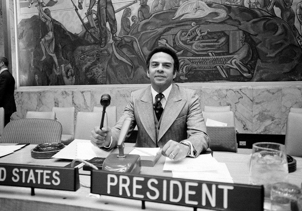 El embajador Andrew Young de los Estados Unidos, presidente del Consejo de Seguridad, llamando a la celebración de una reunión sobre la situación en Sudáfrica en marzo de 1977.