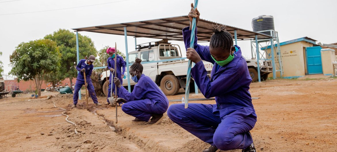 Young displaced people who have returned home in South Sudan are learning new engineering skills.