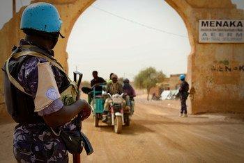 La police des Nations Unies patrouille dans la région de Menaka, au nord-est du Mali.