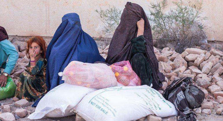 مفوضية اللاجئين تحث الدول على تسريع وتبسيط إجراءات لم شمل أسر اللاجئين الأفغان