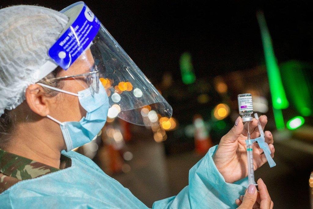 De nombreux pays, comme le Brésil, espèrent toujours atteindre un grand nombre de personnes non vaccinées.