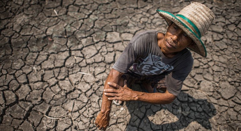 ظواهر الطقس المتطرفة مثل الجفاف يكلف خسائر اقتصادية كبيرة في صفوف المزارعين حول العالم.