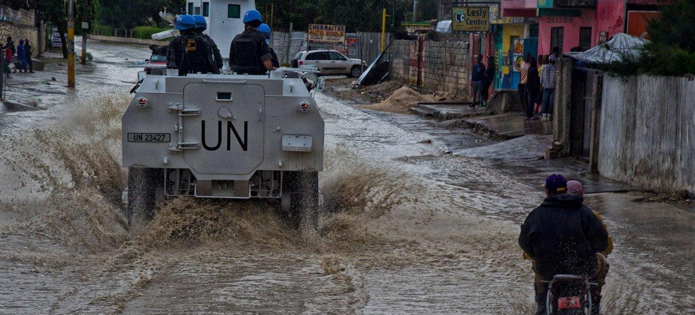 तूफान मैथ्यू हैती में पोर्ट-ऑ-प्रिंस में लैंडफॉल बनाता है।  (फाइल)