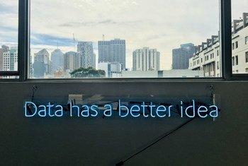 人工智能对于处理和分析大量数据非常有用。