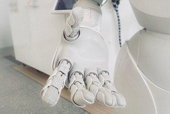कुछ सम्पन्न देशों में कृत्रिम बुद्धिमता टैक्नॉलॉजी पहले से ही इस्तेमाल में लाई जा रही है.