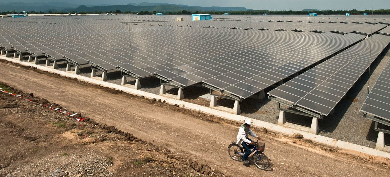 泰国的洛武里太阳能发电场是该国利用可再生能源发电的重要组成部分。