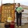在蒙古国,原本会被填埋的塑料瓶被回收变成板凳。