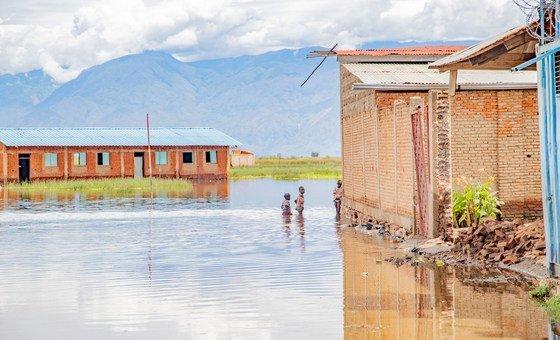 Школа в провинции Бужумбура-Рюраль в Бурунди оказалась затопленной в результате наводнения