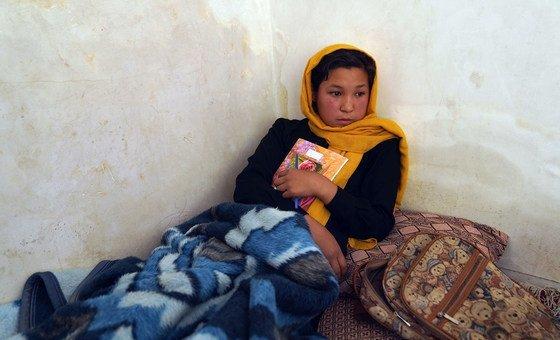 Афганская девочка получила ранения во время нападения на одну из школ в Кабуле