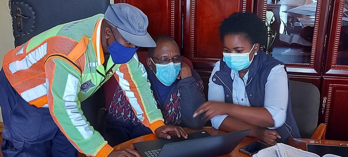 A risk communication team from WHO works with government officials at a COVID-19 message development workshop in Leribe district, Lesotho.