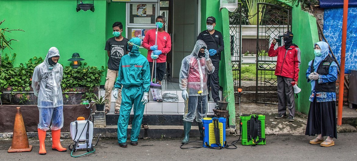 Volunteers hole   to disinfect nationalist   areas successful  Jakarta, Indonesia, successful  bid   to forestall  the dispersed  of COVID-19. (file)