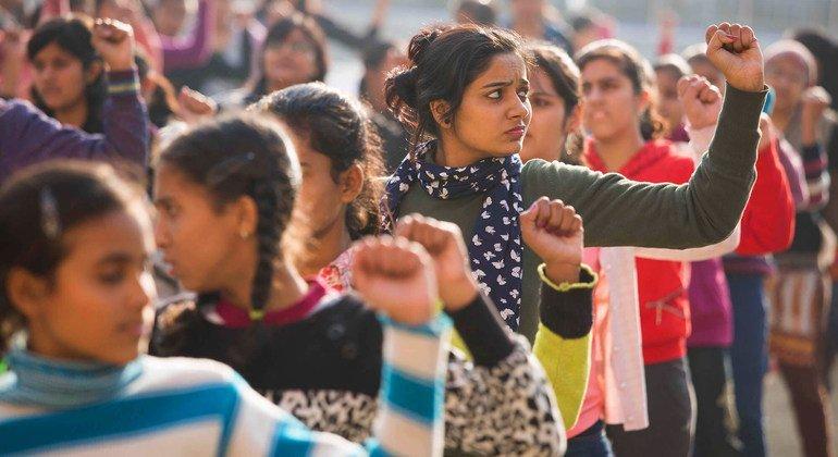 भारत सरकार यह सुनिश्चित कर रही है कि युवा स्वयंसेवक अपने सतत विकास लक्ष्यों को पूरा करने के लिए संवाद और कार्रवाई का एक अहम हिस्सा हों.
