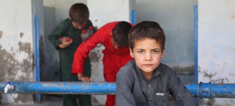 Más de 400 familias se han refugiado en una escuela del sur de Kabul, la capital de Afganistán.