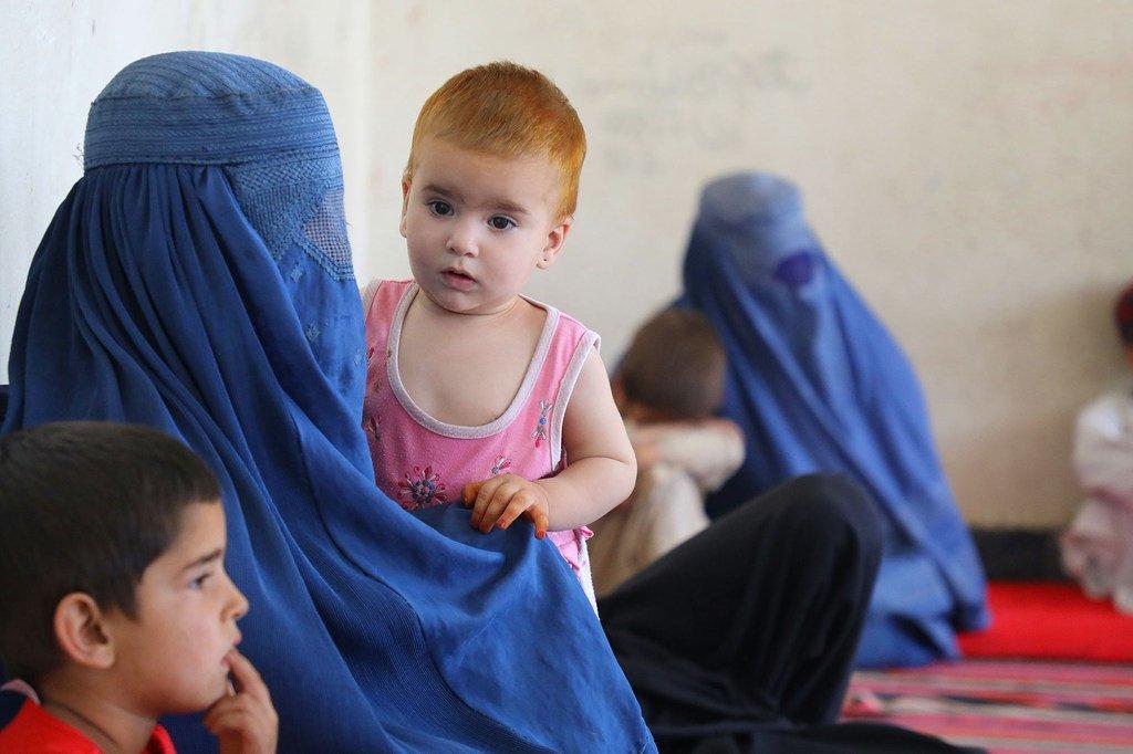 Zaidi ya familia 400 kutoka majimbo ya Kunduz, Sar -e Pol na Takhar wamepatiiwa makazi katika shule ya sekondari kusini mwa Kabul