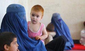 Des famiilles des provinces de Kunduz, Sar-e-Pol et Takhar ayant trouvé refuge dans une école dans le sud de Kaboul.