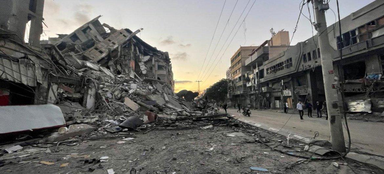 В секторе Газа разрушены десятки зданий.