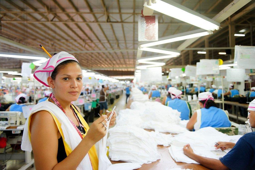Une employée dans une usine de confection au Nicaragua.
