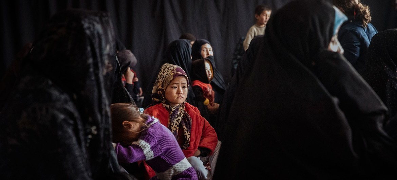 Una comunidad de una zona aislada de Afganistán depende de las clínicas móviles de las agencias humanitarias para recibir atención sanitaria primaria.