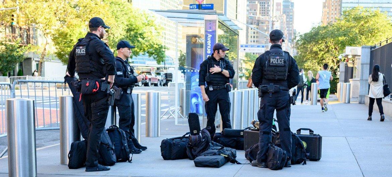 安保人员为参加联合国年度一般性辩论的代表提供安全保障。