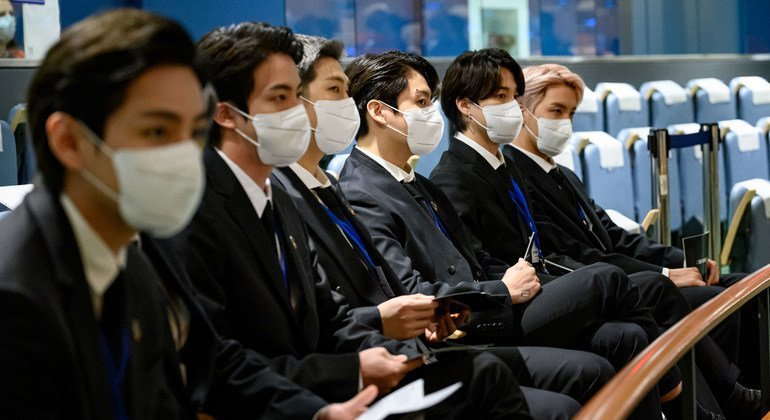 दक्षिण कोरिया के लोकप्रिय पॉप ग्रुप बीटीएस ने महासभागार में कार्यक्रम में शिरकत की.