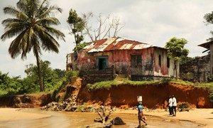 Na Libéria, políticas climáticas estão protegendo as comunidades costeiras vulneráveis