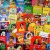 缅甸仰光街头的一家书店,部分书籍和杂志的封面人物是目前正遭到军方扣押的国务资政昂山素季。