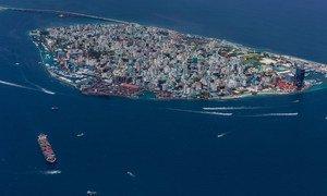 Malé, la capital de Maldivas, impuso un cierre total de actividades después del primer caso de COVID-19.