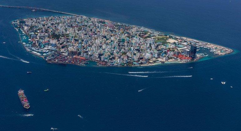 """Maldivas da un ejemplo de la """"equidad en el acceso a las vacunas COVID-19"""""""