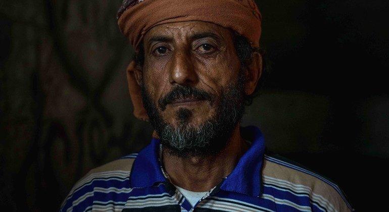 Fathi Abbas est tombé et s'est gravement blessé à la colonne vertébrale et ne peut plus travailler.