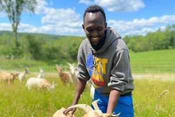 Ex-refugiado é agora agricultor e vive em Maine, EUA.