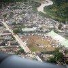 Un terrain de sport aux Cayes est utilisé comme camp temporaire pour les personnes déplacées par le récent tremblement de terre en Haïti.