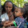 فحص طفل للكشف عن احتمال إصابته بسوء التغذية في أديكه في واجيرات بإقليم تيغراي، إثيوبيا.